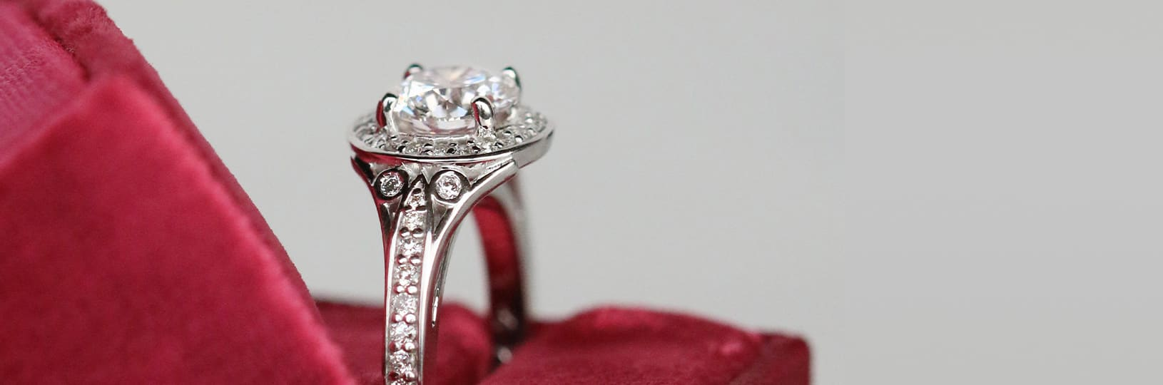 A lab grown diamond engagement ring