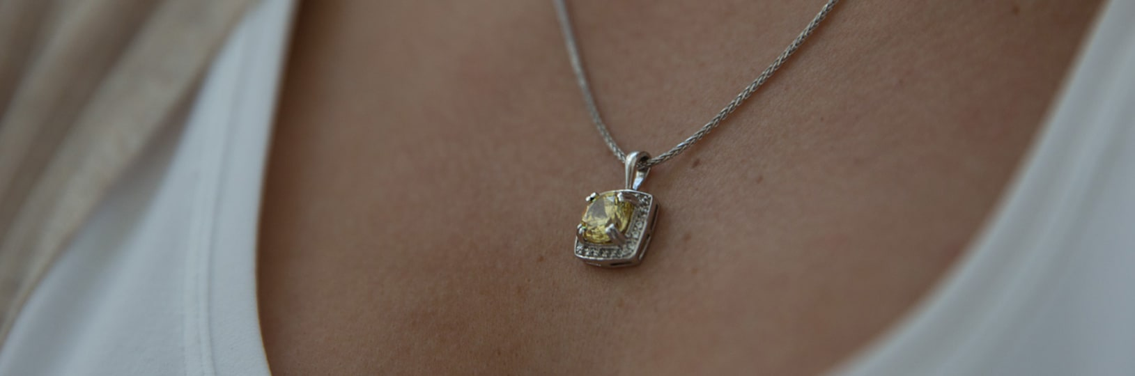 An eye-catching pendant necklace with a canary yellow stone